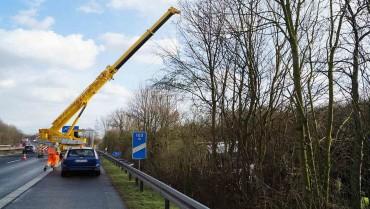 Bergung mit Mobilkran - Festgefahrenener LKW - Abschleppdienst Heinrich